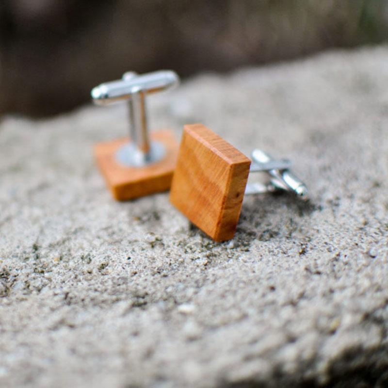 Dřevěné manžetové knoflíčky z dílny Wowodesign
